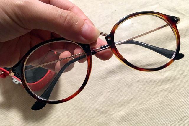 さっそくメガネを入れてみます