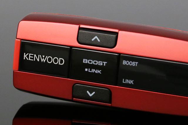 FMトランスミッター本体の「BOOST」ボタンを押すことで、バスブースト機能がオンになる