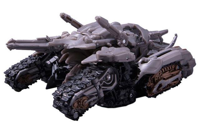 「SS-11 メガトロン」は、戦車からロボットに変形。どちらも見事に映画のプロポーションを再現している
