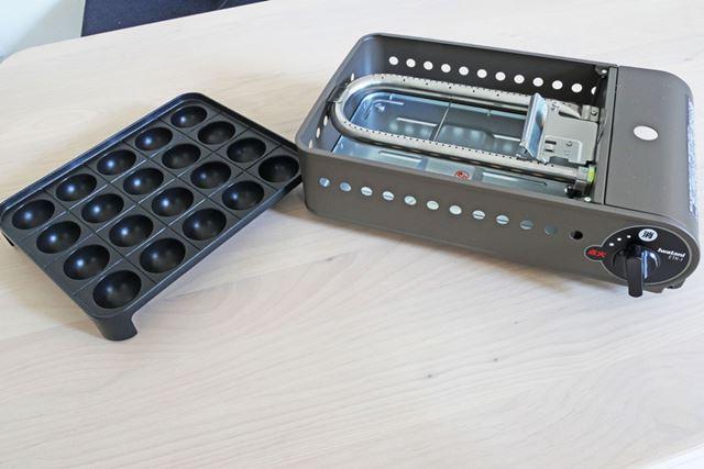 たこ焼きプレートは、4×5個で合計20個のたこ焼きを1度に作れます。複数人で作るときにピッタリです
