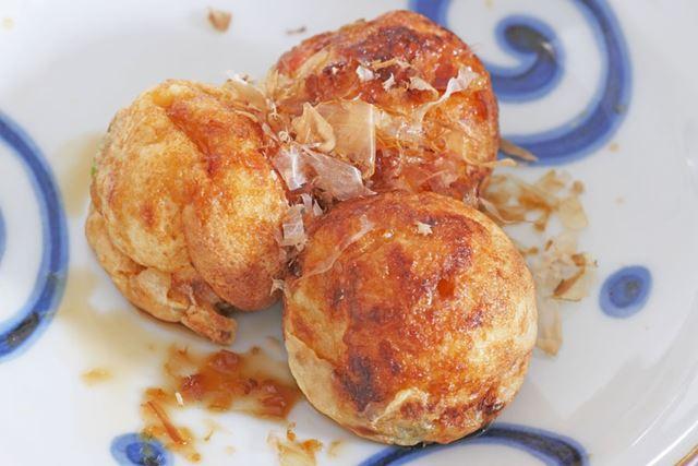 鎌田醤油の「だし醤油」をかけると、出汁の味わいが豊かになり、ほんのりとした甘みが加わります