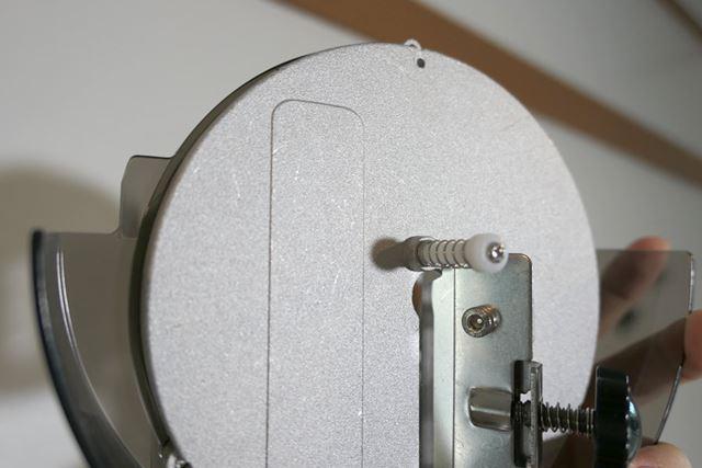 氷をセットするケースの底面には、熱伝導率がよいアルミ素材を配置