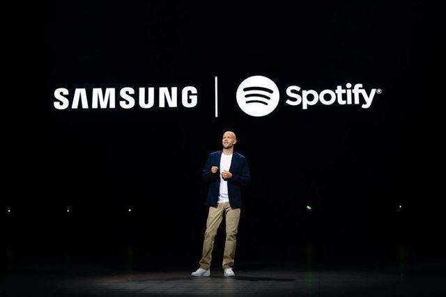 サムスンはイベントでSpotifyとの長期提携を発表