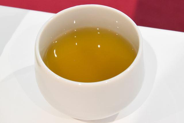 早速、「綾鷹 特選茶」を試飲した