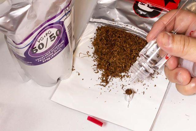 1滴以上は機器の故障の原因となるので注意。また、電子タバコ用メンソールリキッドを垂らしてもおいしい