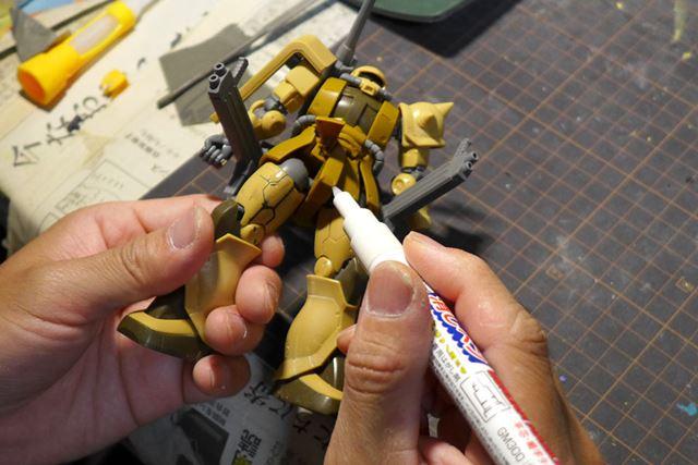 はみ出した部分は消しペンを使って消してゆく