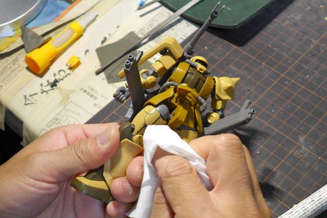消しペンの溶剤はときにはティッシュで拭い去る