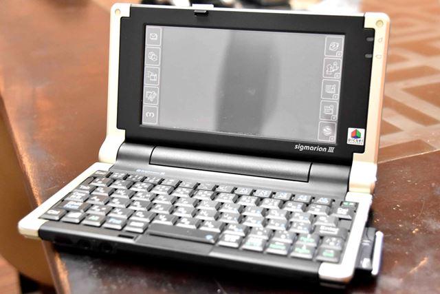 sigmarion IIIは、小型ながら、タッチタイピング可能なキーボードを備えているのが特徴だ