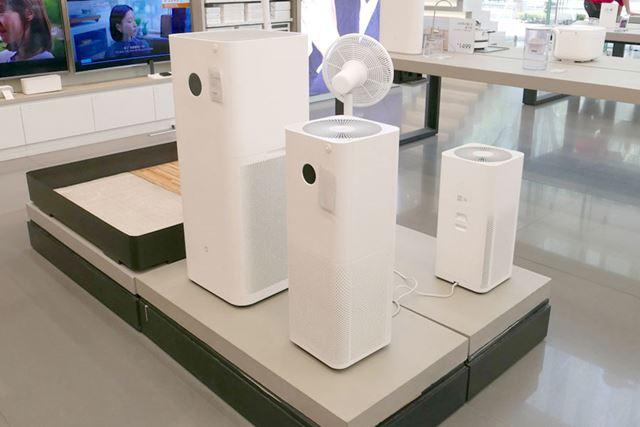 スッキリとしゃれた雰囲気の空気清浄機は、3サイズをラインアップ