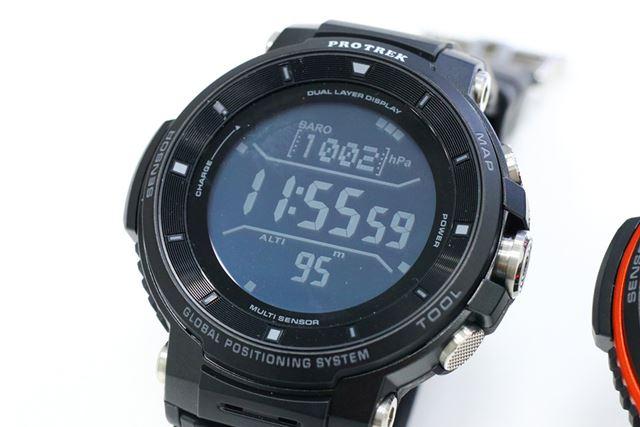 時刻と高度、気圧などのセンサー情報を同時に表示できるマルチタイムピースモード