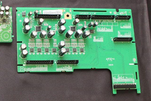 AVR-X4500HのDAC基板。デジタル回路から独立させた設計はAVC-X6500Hと同じ