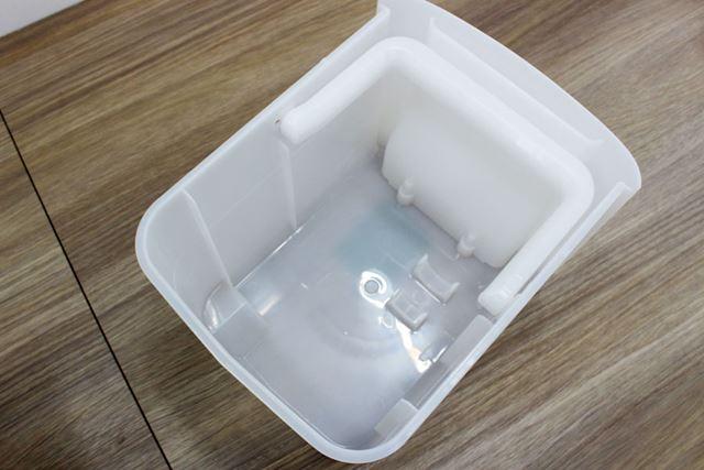 給水トレーの内側は凹凸が極力抑えられているので、きちんと洗浄しやすそう
