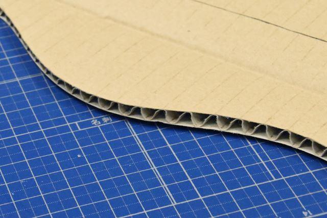 切り口は潰れずにシャープ。曲線切りも自在だ