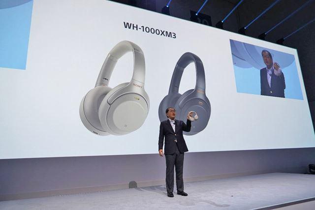 ソニービデオ&サウンドプロダクツ株式会社代表取締役社長の高木氏は「WH-1000XM3」を手に持って登場