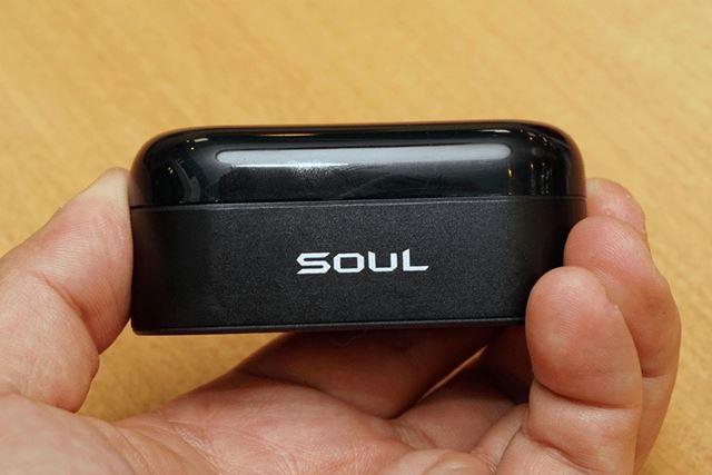 バッテリー内蔵の専用ケースも非常にコンパクトな仕上がり