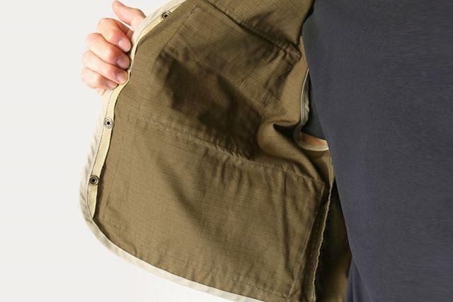 内側のポケットには、ランディングネットなどの小物を収納できる