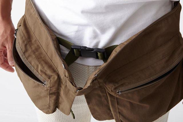 裾部分はウエストバッグとして単体で使用可能。ベルトを調節してショルダーバッグとして使ってもいい