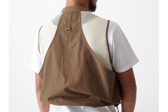 負担がかかる肩部分はメッシュ仕様に。疲れや蒸れを軽減する