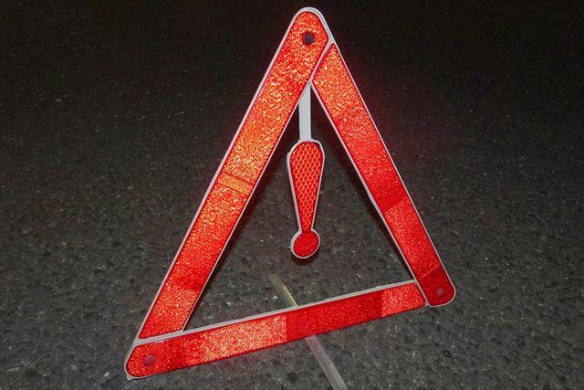 定規のような形状から、ほぼ瞬時に三角板へと早変わり。路面に立てるためのステーも備わります