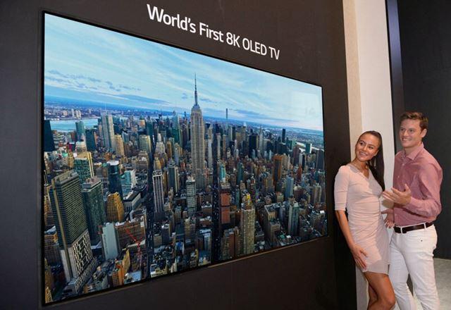LGはニュースリリースで8K OLEDを披露