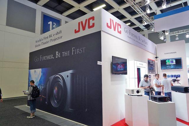 JVCは欧州で8K/4Kプロジェクターの最新モデルを披露