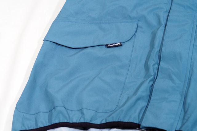 ポケットは右側にひとつあるのみだが、比較的大きめなのでグローブも余裕で収納できる