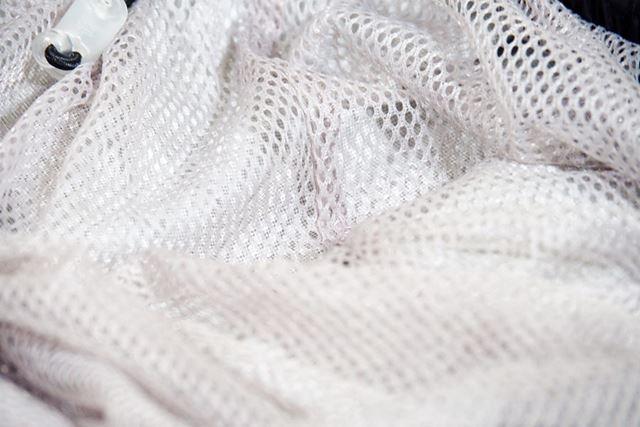パンツの裏地にはメッシュが採用されており、蒸れにくい