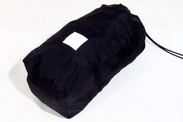 収納バッグも付属。収納サイズは13(直径)×27(長さ)cm