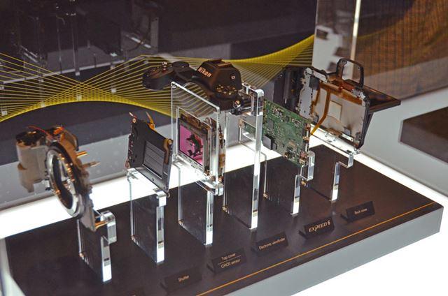 「Z 7」の分解模型も展示されていました