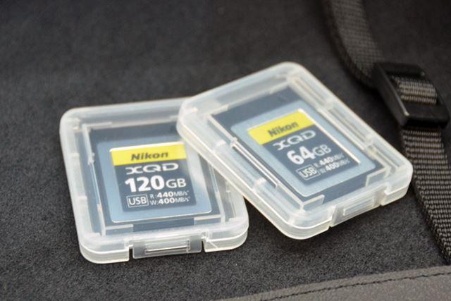 ニコン純正のXQDカード。64GBと120GBの2モデルがラインアップされる予定です