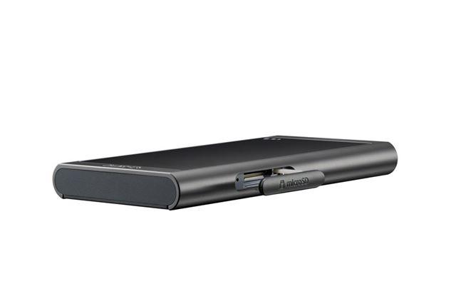 ラウンド形状のエッジで薄く感じるデザインに。microSDメモリーカードによるストレージ拡張ももちろん対応