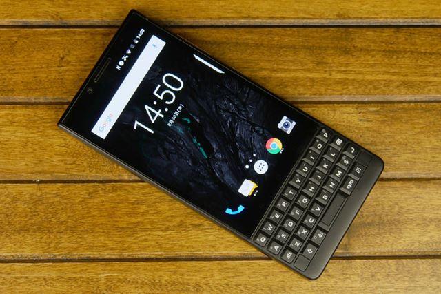 物理キーボードが輝く「BlackBerry KEY2」。ガジェット好きにはたまらないデザインでしょう