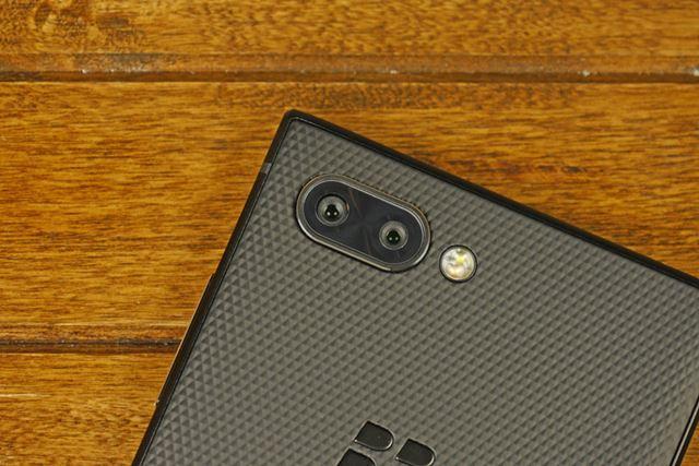 BlackBerry初のデュアルカメラ