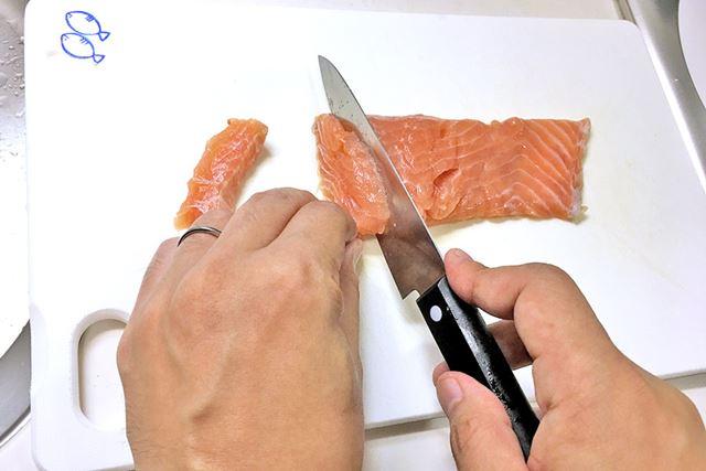 研ぐ前に、まずは数か月使い続けて劣化した包丁で魚を切ってみた