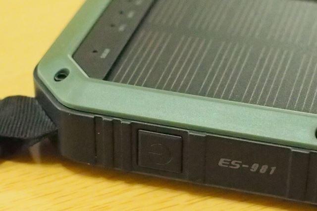 側面の電源ボタンは、バッテリーの残量確認(短押し)とLEDライトの点灯・消灯(長押し)に使います