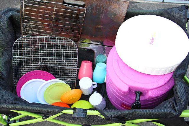メッシュタイプの使用シーン。洗った食器を入れておき、風で乾燥させるという使い方も便利