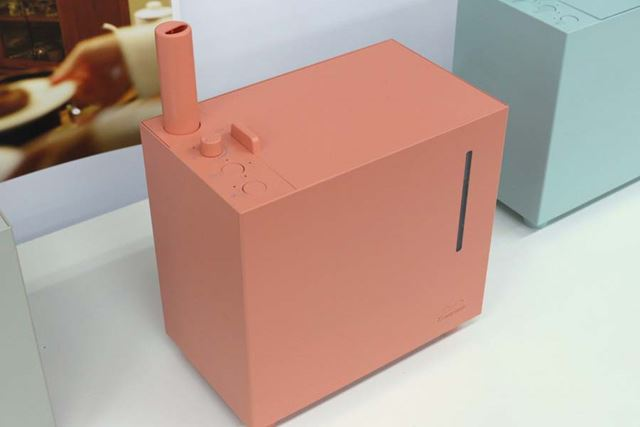 タンク容量は約2.4Lで、最大加湿量は約300ml/h