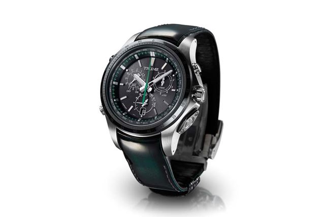 2018年9月13日に発売されたばかりの、約20万円の高級腕時計や……