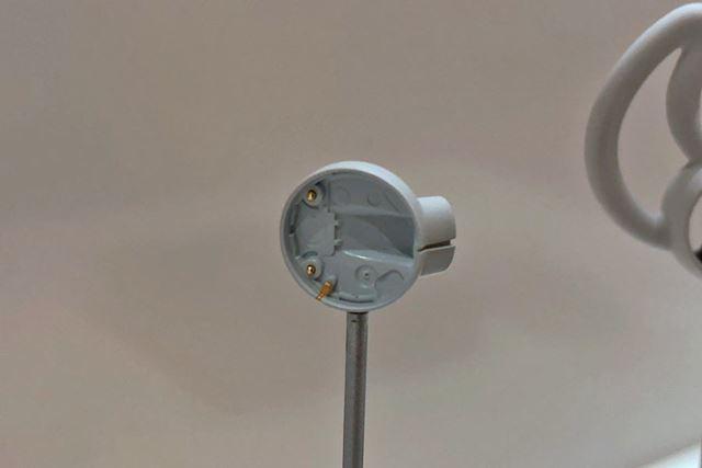 レーザーエッチングアンテナを使用することで、本体が隠れるような状況でも安定した通信を確保している