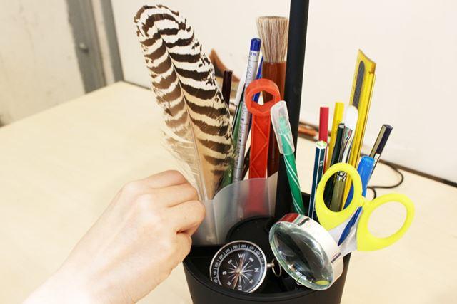 ペン立ての部分には中にケースが装備されているので、取り出して洗うことも可能