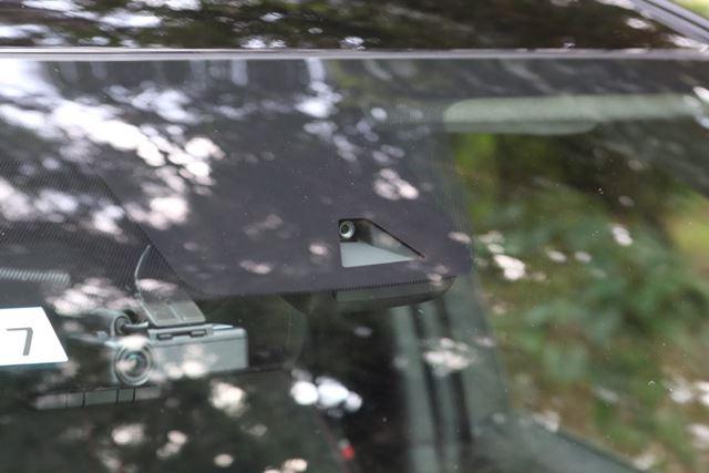 日産「リーフNISMO」の単眼カメラ