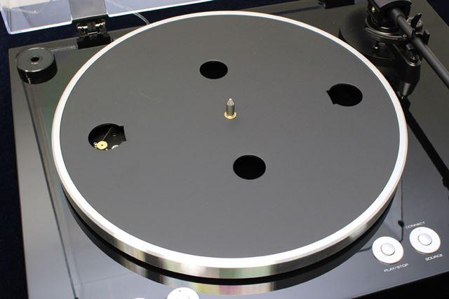 直径30cmのアルミダイキャスト製プラッターをDCモーターで駆動