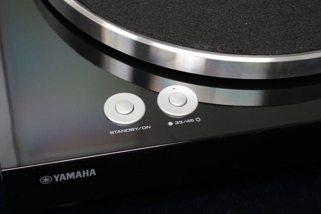 電源スイッチや回転数の切替ボタンはシックでシンプルなデザイン