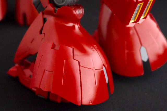 RG版は、脚のサイド部分は展開可能。つま先、かかとも独自に可動します