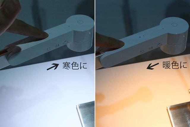 明るさと光色は、ヘッド上の操作部を指でなぞるように触れると調整できます