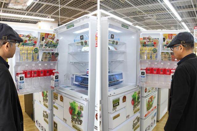 左右のどちらからでも開く、シャープのどっちもドア! 調理中に他の人が冷蔵庫を開けたいときも便利