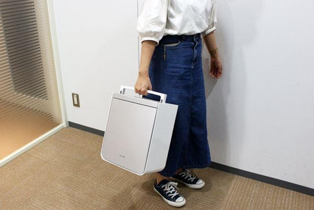 重量は4.3kgと、ある程度重さはあるものの、ハンドルが付いてるので持ち運びもそれほど苦労しません