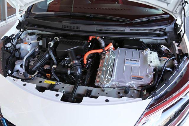 日産「ノートe-POWER NISMO S」のエンジンルーム。NISMOに比べ、モーター出力が20kW(27ps)向上している。