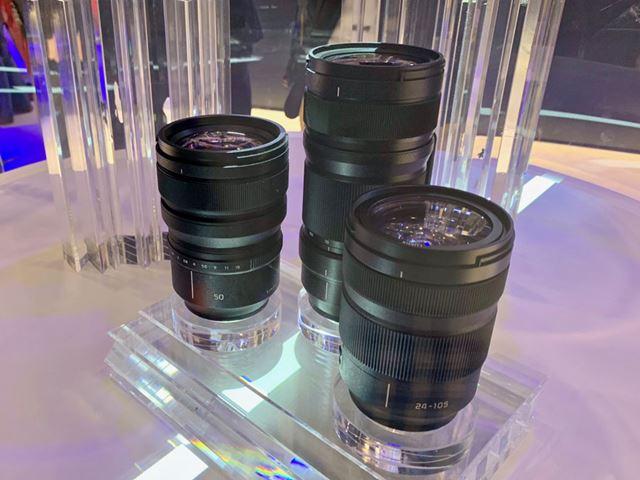 パナソニックから発売が予定されている3種類のレンズ。左から50mm F1.4、70-200mm 、24-105mm