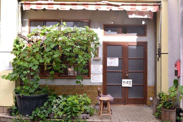 東京・下北沢駅から歩くこと約7分。「旧ヤム邸 シモキタ荘」へ